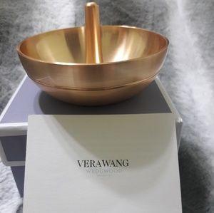 Vera Wang Wedgewood Jewelry - Vera Wang Wedgwood Love Knots ring holder